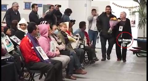 Madre hondureña se reencuentra con su hijo migrante 10 años después
