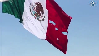Bandera se rasga en acto presidido por Peña Nieto