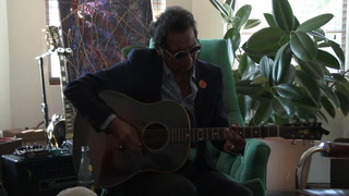 Alejandro Escovedo Performs Heartbeat Smile