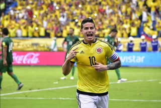 GOOOOL DE COLOMBIA: James falla en primera instancia y en el rebote anota el 1-0
