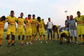 Las caras tristes de los jugadores del Social Sol tras descender a Segunda División