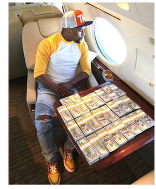 ¡INCREÍBLE! Floyd Mayweather vuelve a mostrar cantidades impactantes de dinero