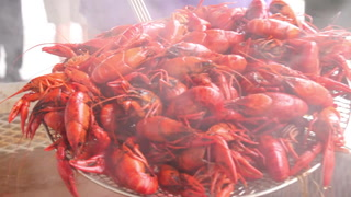 How to Eat Crawfish (in Dallas)