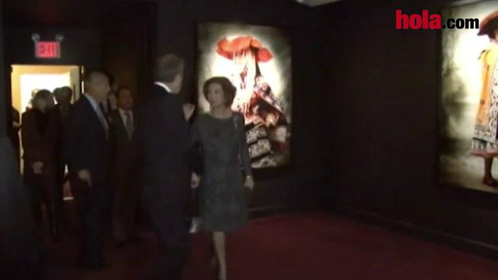 La reina Sofía inaugura en Nueva York una exposición de Mario Testino