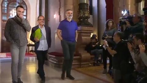 Independentistas catalanes proponen un pleno parlamentario