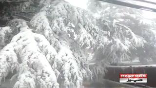 مری میں شدید برفباری۔۔۔ سڑکیں بند ہوگئیں
