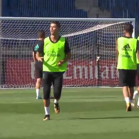 Cristiano Ronaldo afina su puntería en entrenamiento del Real Madrid, pese a dura suspensión