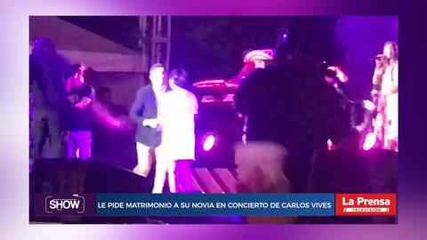 Le pide matrimonio a su novia en el concierto de Carlos Vives
