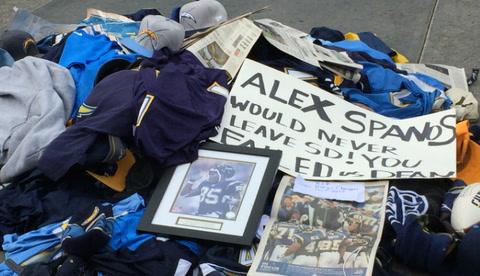 Fans bid good riddance at Chargers Park