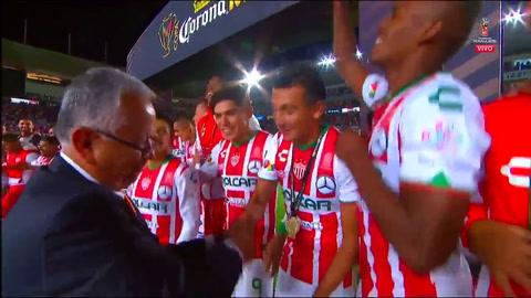 Brayan Beckeles campeón de Copa con el Necaxa de México
