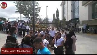 Grandes filas para reclamar tarjeta de indentidad en Registro