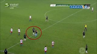 Ünlü futbolcuya saha içinde şok saldırı!