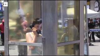 Cabinas teléfonicas para escuchar a los inmigrantes en Nueva York
