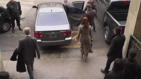 Policía allana edificio donde vive Cristina Kirchner