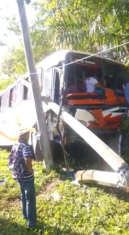 Accidente de bus deja ocho pasajeros heridos
