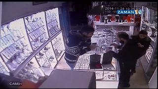 Hırsızın çaldığı telefon cebinde çaldı