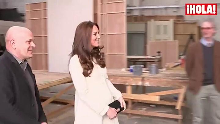 La duquesa de Cambridge visita el set de rodaje de la serie \'Downton Abbey\'