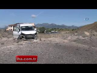 Kağıthane'de kundaklanan 17 araç alev alev yandı