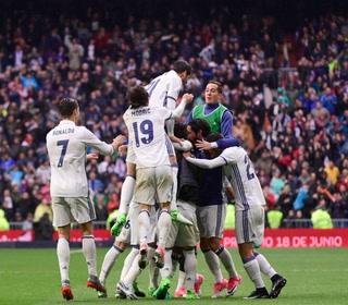 Triunfo sufrido del Real Madrid ante el Valencia para seguir en la lucha por la Liga