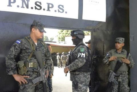 Trasladan a 688 reos del Centro Penal de San Pedro Sula