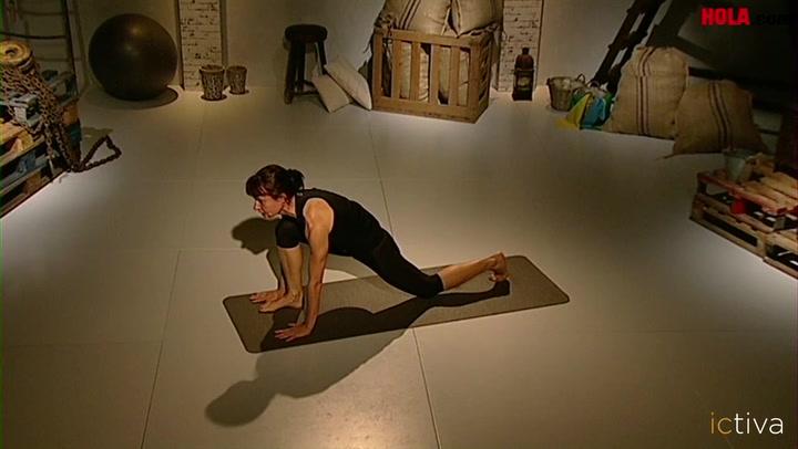 El \'Saludo al Sol\': yoga para activarte cada mañana