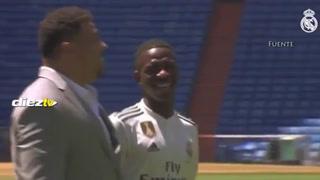 La felicidad de Vinicius al compartir el día de su presentación con su ídolo Ronaldo