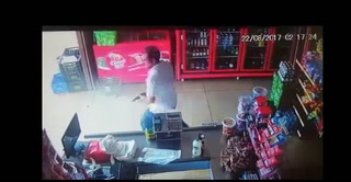 Hombre logra repeler intento de robo de dos delincuentes