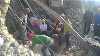 Buscan a cientos de desaparecidos tras sismo en Italia