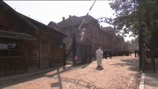 El silencioso recorrido del Papa en Auschwitz