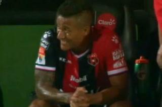 El semblante de Luis Garrido tras ser sustituido ante Saprissa