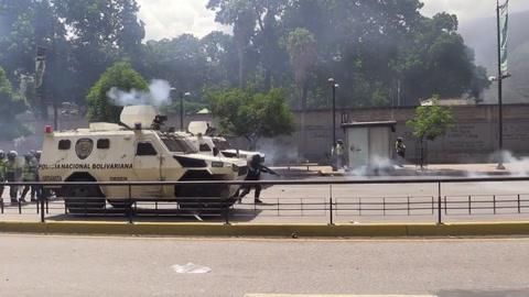 Suben a 75 los muertos en Venezuela por tensión política