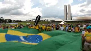 Brasileños salen de nuevo a protestar contra la corrupción