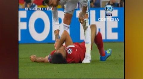 Mohamed Salah deja la final de la Champions lesionado y entre lágrimas