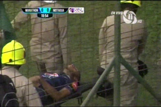 URGENTE: Caue Fernandes mada a Eddie Hernández al hospital tras un fuerte choque