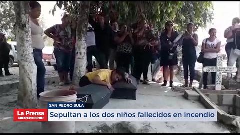 Sepultan a los dos niños fallecidos en incendio