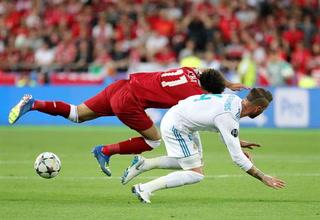 Salah se lesiona en la final de la UEFA Champions League ante el Real Madrid y sale entre lágrimas