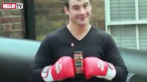Joe Calzaghe takes on the \'hottest\' curry for charity