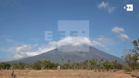 El volcán Agung amenaza al turismo, la mayor industria de Bali