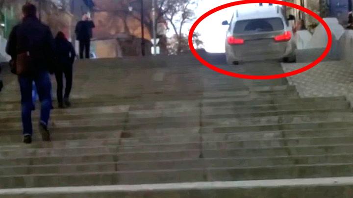 Gadd ikke kjøre rundt - tok trappen