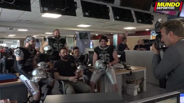 Los Badalona Dracs visitan la redacción de Mundo Deportivo