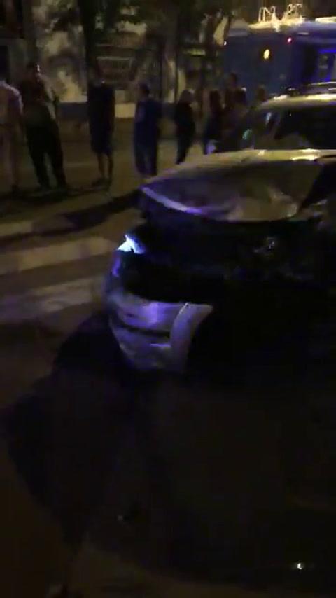 Terrible choque en la esquina de Mendoza y Santiago dejó una mujer herida