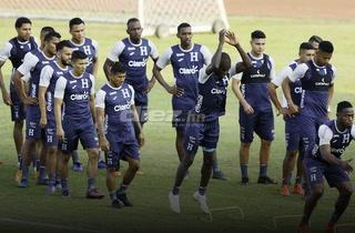 Fútbol en espacio reducido; así pule a la selección hondureña Fabián Coito