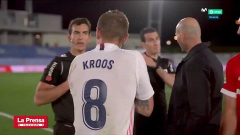 Zidane fue a pedirle explicaciones al árbitro del Real Madrid-Sevilla