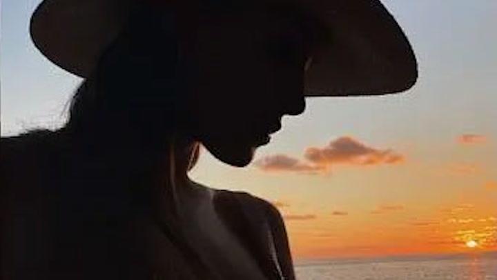 Hande Erçel y Kerem Bürsin, protagonistas de \'Love is in the air\', ¿la escapada que confirma su romance?