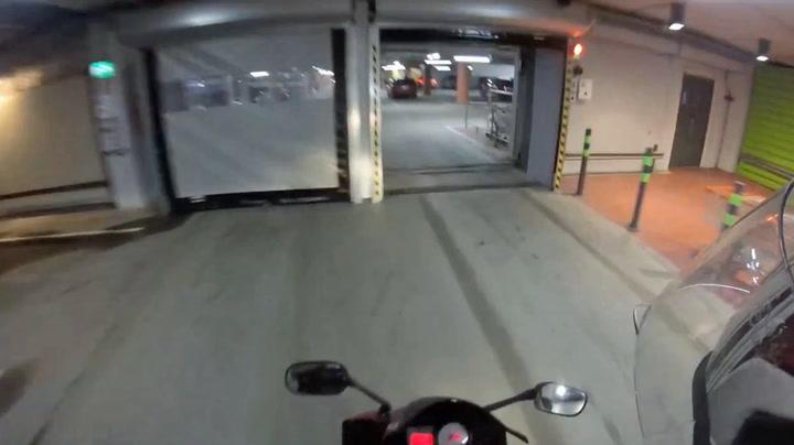 Finsk motorsyklist fikk problemer i parkeringshuset
