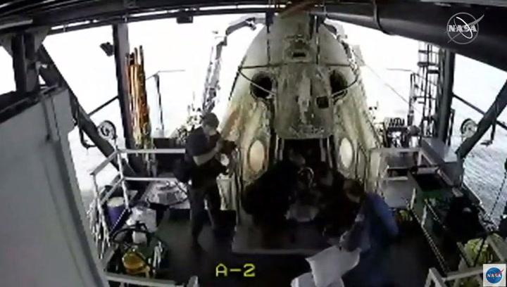 Así aterrizó en la Tierra el Dragon Endeavour de SpaceX tras su viaje al espacio