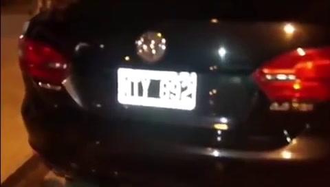 Un funcionario manejó borracho, pasó cinco semáforos en rojo y fue escrachado