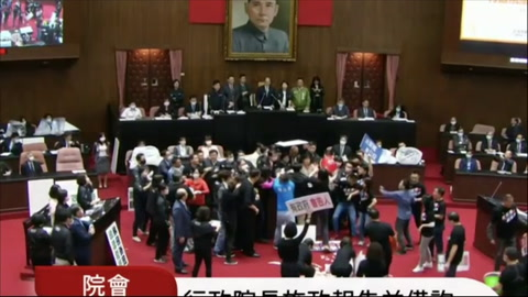 Partes de cerdo vuelan por los aires en el parlamento de Taiwán