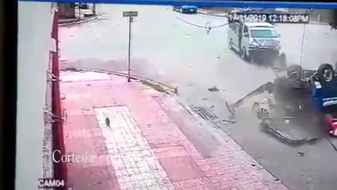 Video captó aparatoso accidente de dos rapiditos en San Pedro Sula