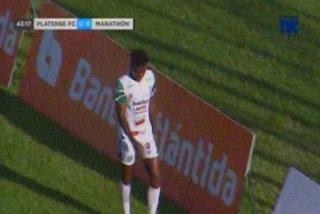 A Platense le expulsan dos jóvenes jugadores en apenas cinco minutos ante Marathón